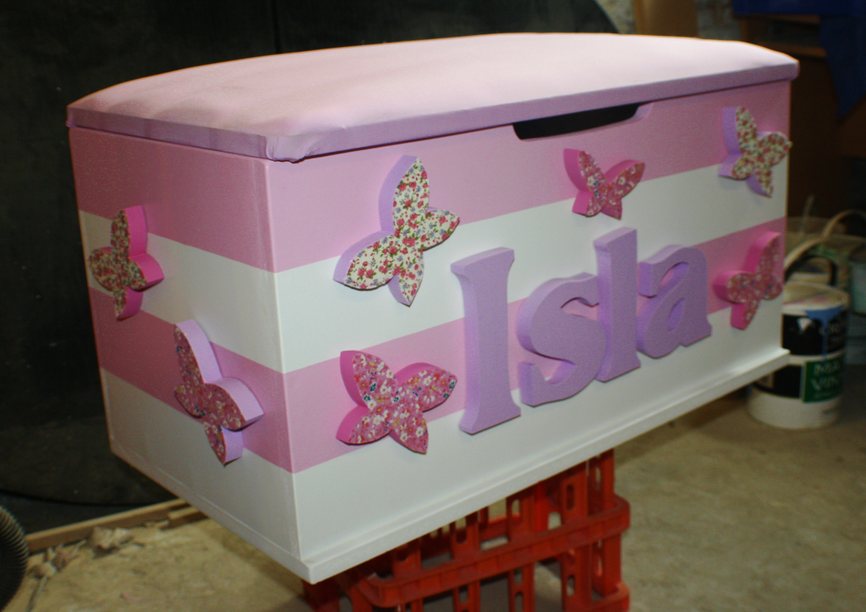 girls toy boxes the traditional toy box company. Black Bedroom Furniture Sets. Home Design Ideas